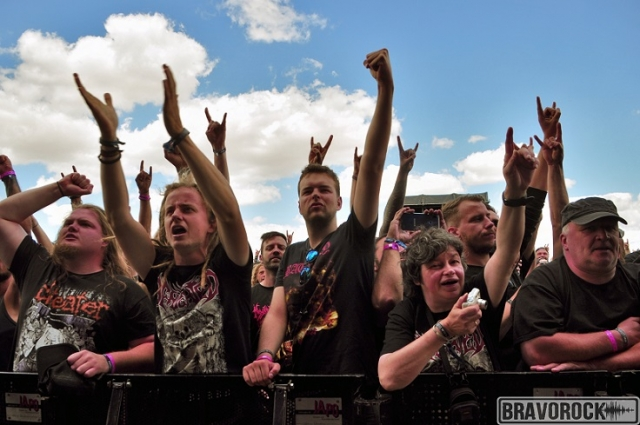 People raising arms at Party San 2018